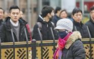 南京市民驻立街头默哀