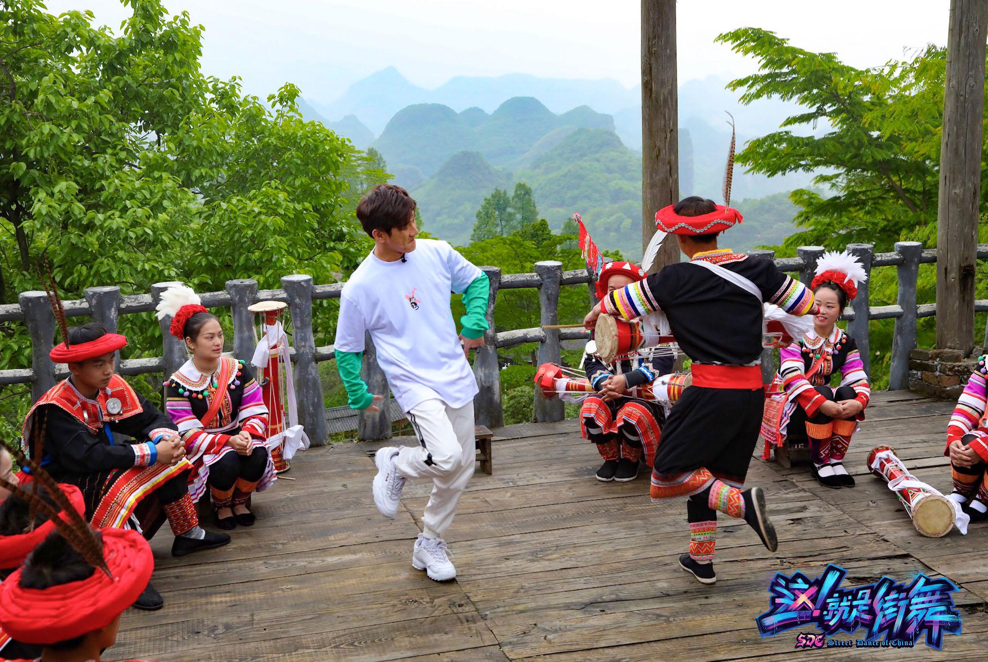 千年瑶寨惊现街舞使者 韩宇陈妍臻大秀瑶族街舞