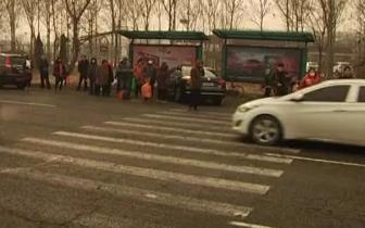 春节前唐山环城北路车流较大 买年货时注意安全