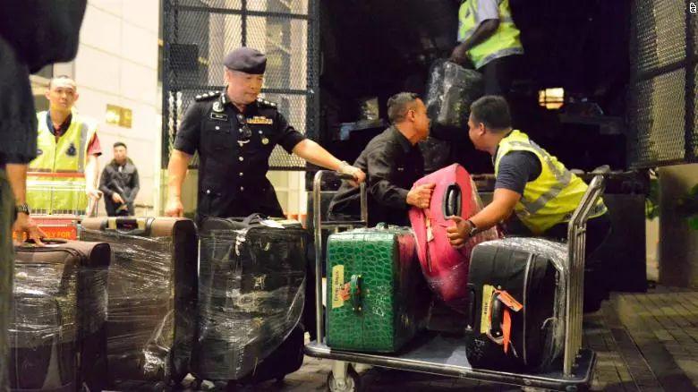 大马前总理72个行李箱藏1.8亿 贪官都把钱藏在哪?