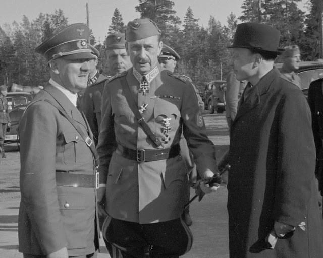 七:1942年6月4日,希特勒突然要求访问芬兰,要为曼纳海姆庆祝75岁大寿。曼纳海姆非常尴尬,但又不能不接待