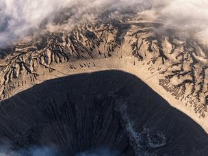 犹如月球表面 布罗莫火山似世界尽头
