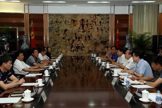 中国冰球协会召开负责人调整会议 曹卫东任主席