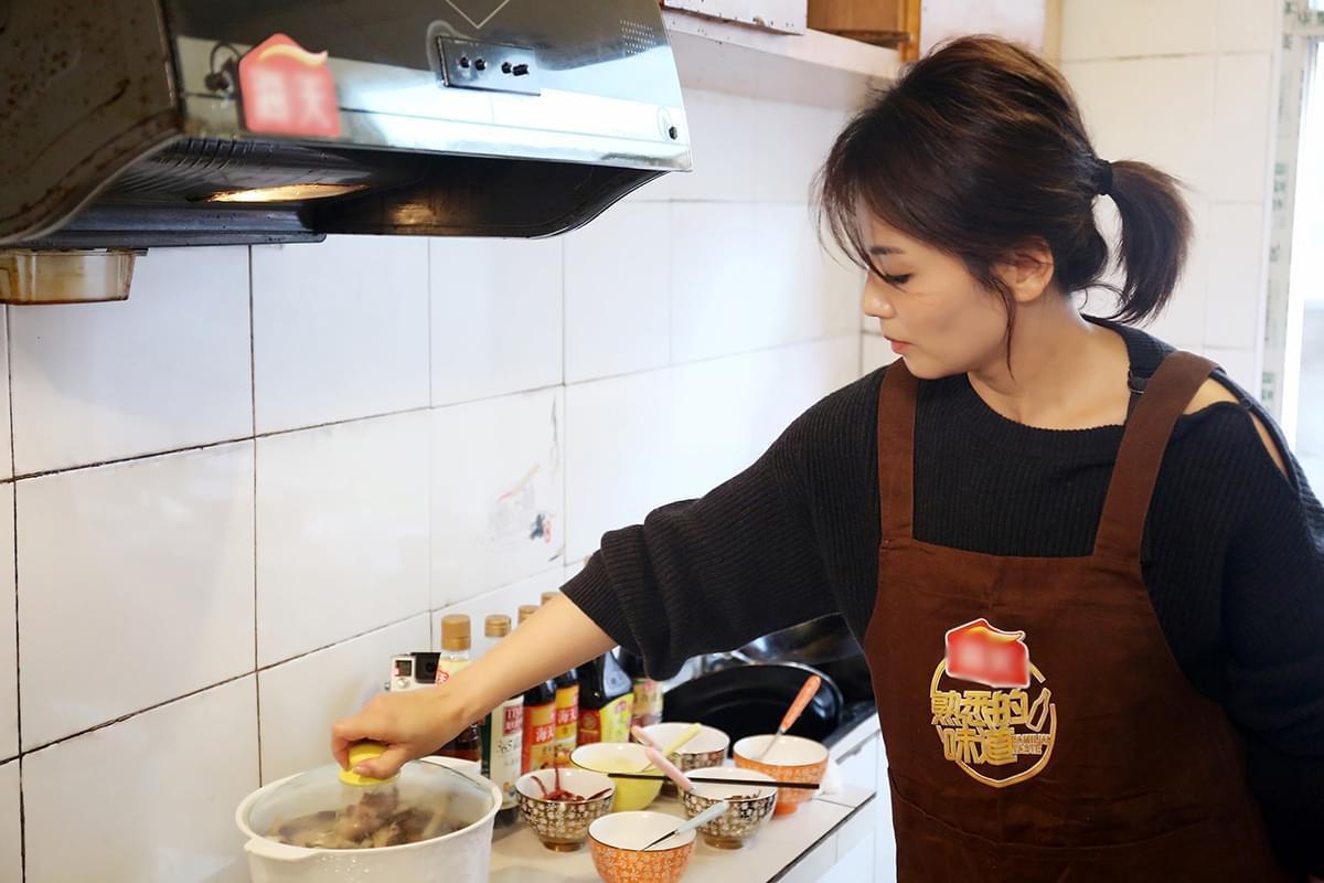 刘涛厨房忙碌