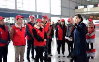 太原南站迎来大学生志愿者 春运期间分批上岗