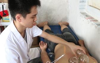 广东6名医学生在宿舍开中医理疗室 一学期收入近万