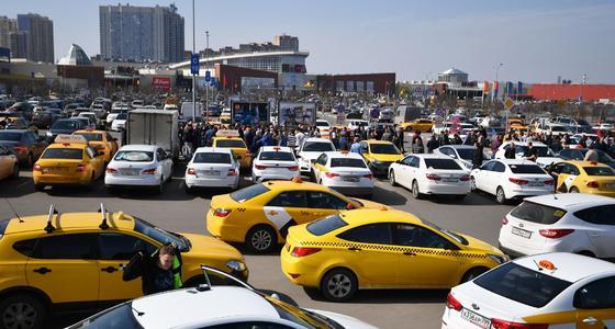 抵制网约车!俄罗斯出租车司机罢工