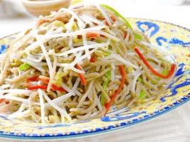 绿豆芽好吃又营养, 你会怎么做它?