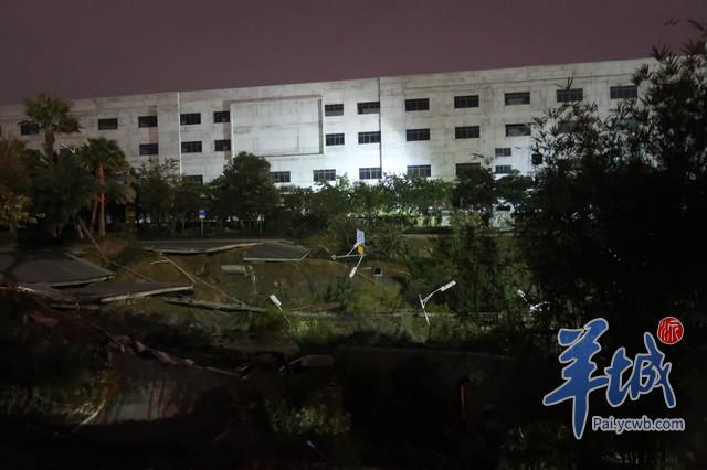 广东佛山发生道路塌陷 地陷面积约2个篮球场大