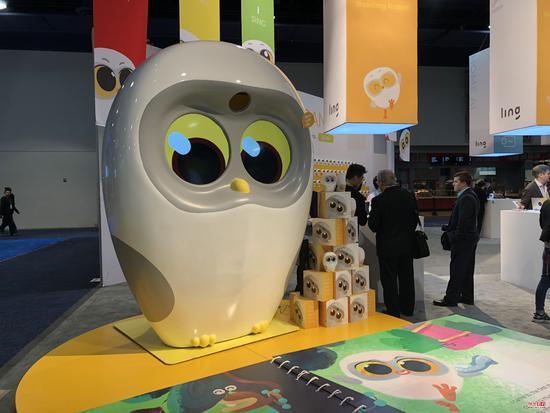 CES2018:物灵科技百台Luka绘本阅读机器人合唱