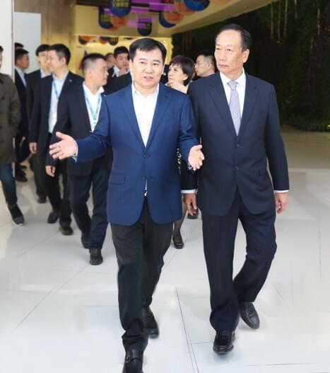 郭台铭双十一现身苏宁总部 敲定三年500亿大单