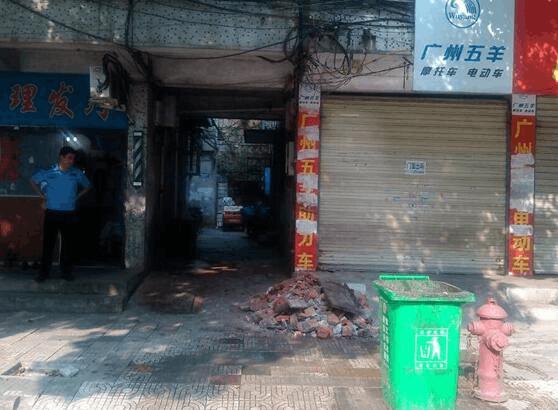 荆州商铺一年要交数千元垃圾处理费 不交被城管堵门