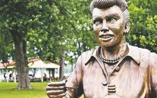 全球最丑雕像 最后1个在中国 网友不服