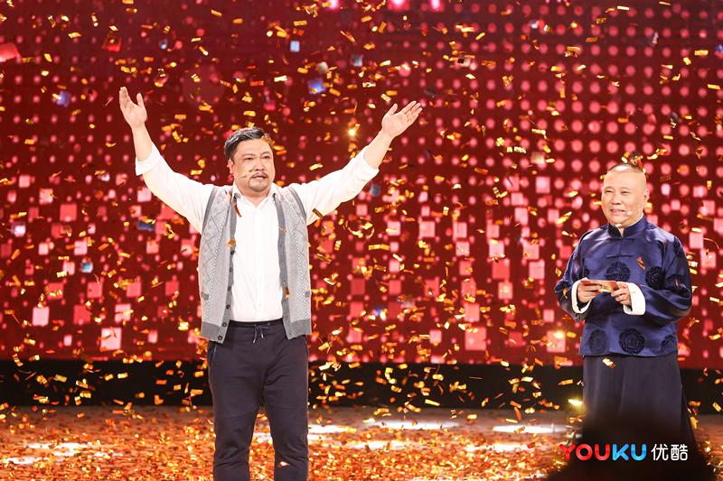 贾冰夺冠《欢乐喜剧人4》总冠军 现场激动落泪