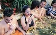"""河南现""""人参浴"""" 边泡边吃"""