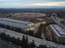苹果新总部:研发大楼已有人入驻 绿化任务仍繁重