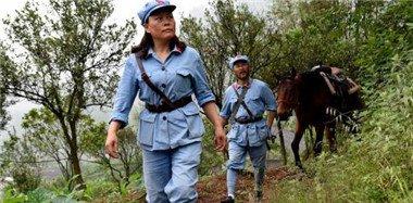 夫妇骑马重走长征路 计划历时一年走完全程