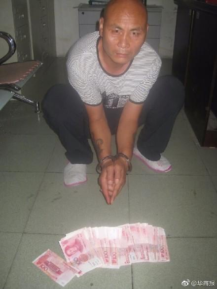 男子走路碰了一下陌生人 被敲诈5900元