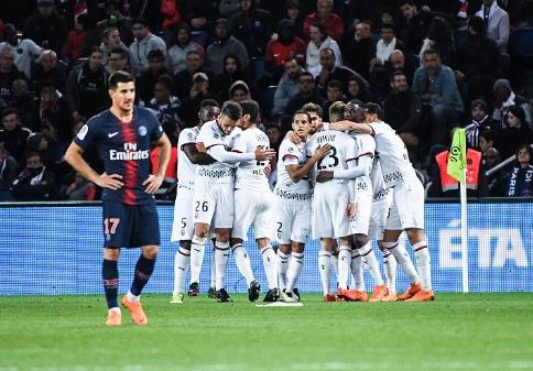法甲-莫塔告别战馈赠点球 巴黎0-2主场不敌雷恩