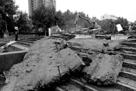 通城县6年棚改D级危房 老纸厂住宿楼被顺利拆除