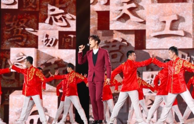 钟汉良央视跨年 正气豪情演唱《中华好儿孙》