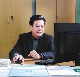 """大学教授成重庆""""赌神"""""""