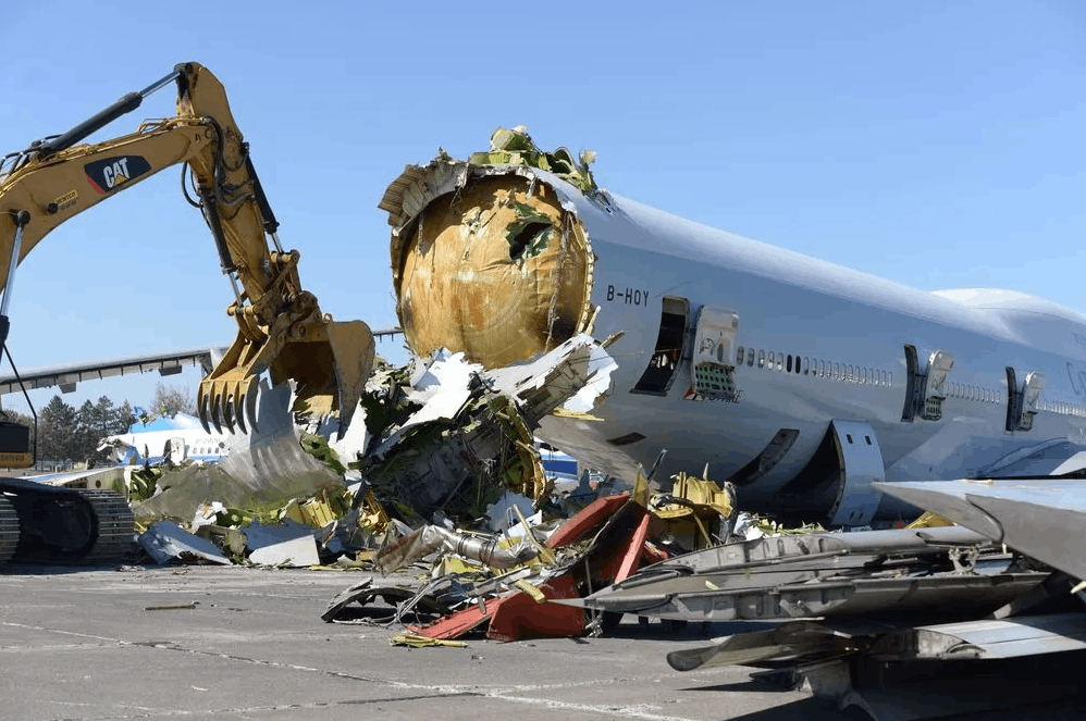 揭秘美国飞机坟场:飞机浴火重生的地方
