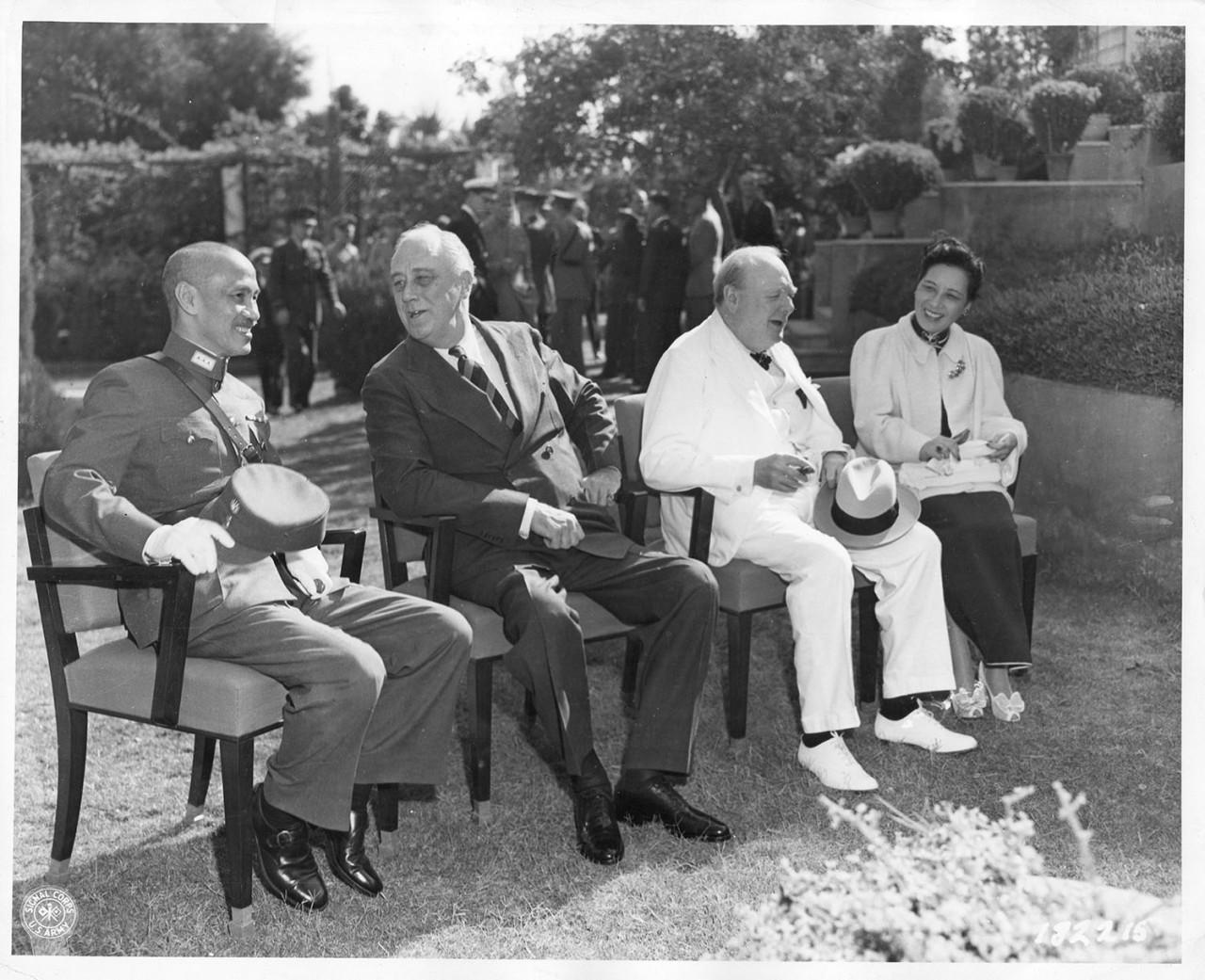 抗战时代美国顾问,曾提议将裕仁天皇流放中国