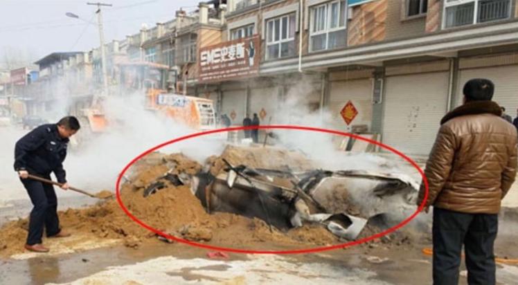 远不止一辆豪车被烧成灰 扑灭汽车火灾有讲究