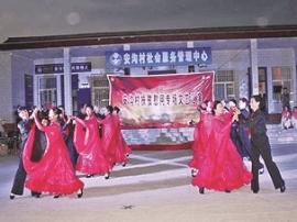 运城市人社局在平陆安沟村组织扶贫慰问演出