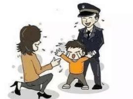 黄岛区一五岁娃找不到妈妈 商场内因害怕大哭