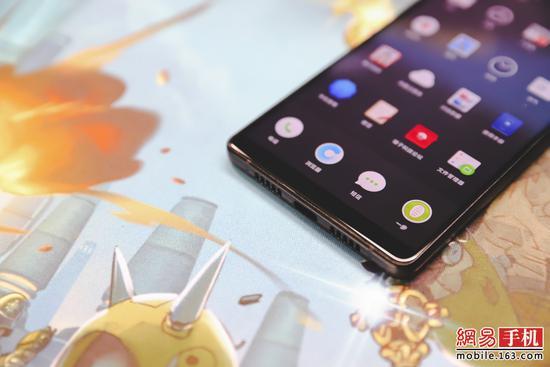 蔡卓妍工作室微博坚果手机R1评测:锤科旗舰无误 次时代?省省吧