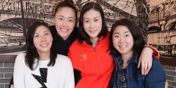 赵蕊蕊晒女排黄金一代合影 网友:保养得都不错