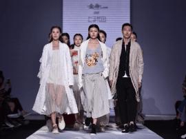 """中国十佳时装设计师任艺 演绎""""再邮春风""""时尚大秀"""