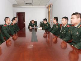 三门峡支队举行中级士官拟晋升对象集体谈话