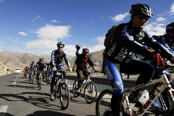 """""""自行车热""""为西藏旅游业加温"""