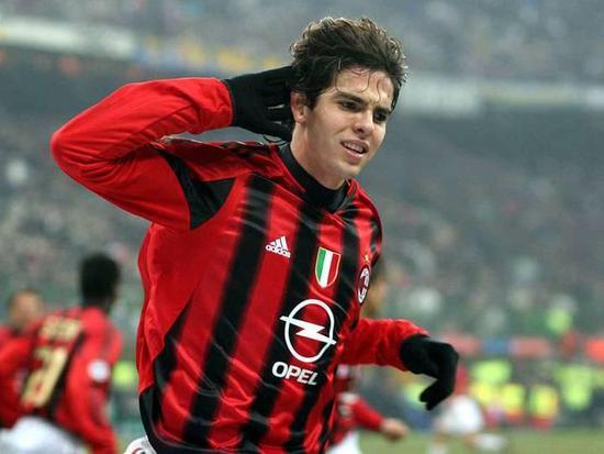 C米兰在2003年为了签下非欧盟球员卡卡就先把队中的尼日利亚球员阿里尤卖给了比利时的标准列日作为替换。