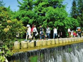 宜都市三峡九凤谷景区生态休闲游受热捧