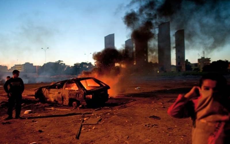 2011年利比亚的班加西,不久Lynsey就和三个同事被忠于卡扎菲的武装绑架