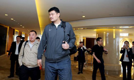 姚明曾以中职联董事长身份与篮协谈判要求保障球员利益最大化。