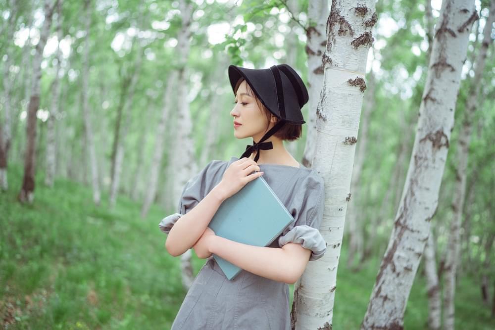 练练森系写真曝光 恬静淡雅如森林公主