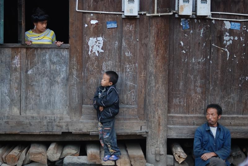 一是江山易改,本性难移;二是农村环境太差,孩子容易受影响。