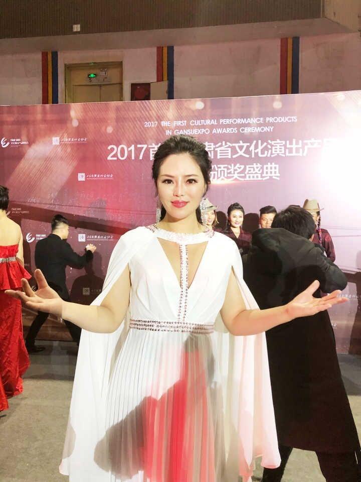 星光大道冠军百灵荣获2017甘肃省年度十佳文艺创作者