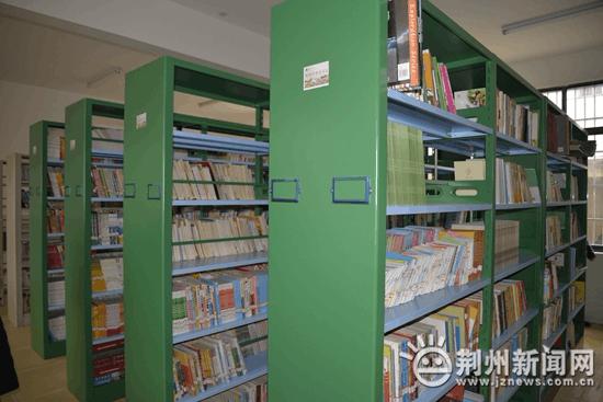 """荆州""""希望书屋""""项目验收中 百万图书进入农村中小学"""