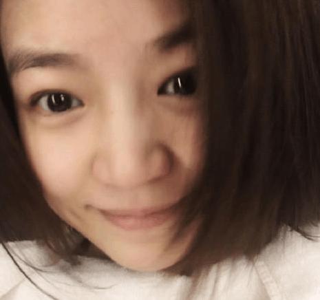 陈妍希产后首晒自拍 披着齐耳短发一脸素颜幸福的微笑