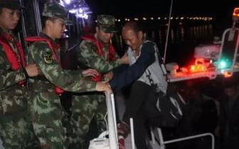 防城港 一采砂作业船失火 5名被困船员获救