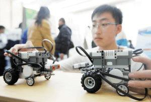 第33届荆州市青少年科技创新大赛在科技馆举行