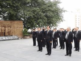 陈敏尔张国清瞻仰红岩革命纪念馆并重温入党誓词