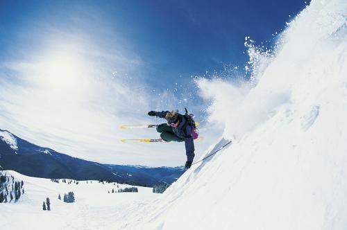 滑雪去!怕撞不怕摔 滑雪前可吃点甜食