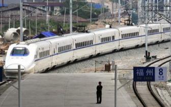 """""""五一""""动车出游掀热潮 福州火车站设置快速通道"""